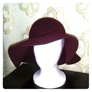 Wool floppy hat. 100% wool. Maroon color. H&M